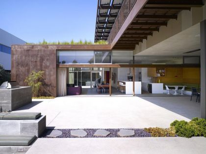 The Yin-Yang House Brooks + Scarpa