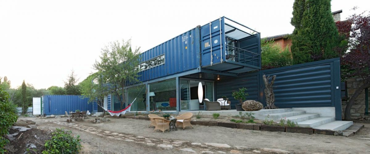 Shipping Container House in El Tiemblo James & Mau Arquitectura and Infiniski