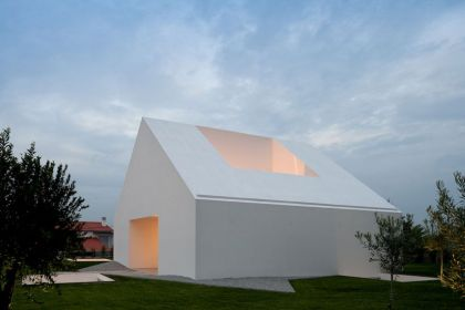 Windowless House in Portugal Aires Mateus & Associados