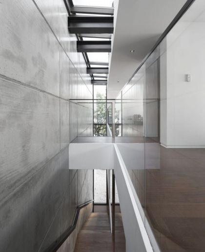 House in Travessa de Patrocinio #interiors #corridor