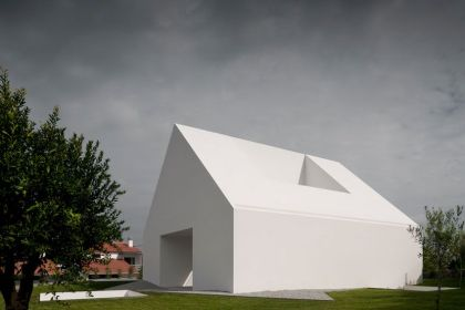 Windowless House in Portugal