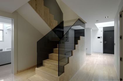 Serrano Apartments: Amazing Urban Remodeling in Madrid #interiors #stairs