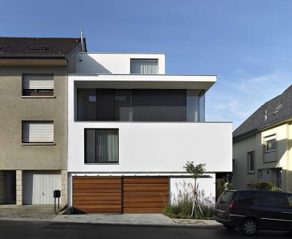PPLB 0422, a Low Energy House in Town