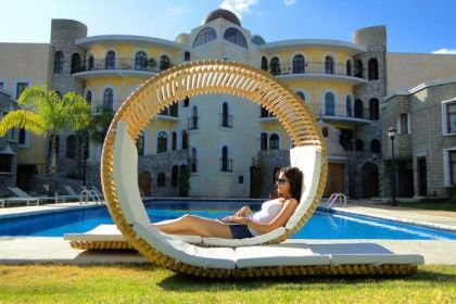 Modern Rounded Outdoor Patio Lounger