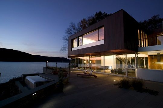 Artreehoose is lakeside house Della Valle Bernheimer
