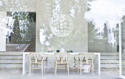 The white House in Copenhagen #interiors #diningroom #light
